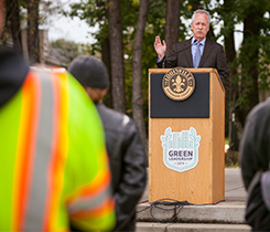 Louisville mayor Greg Fischer accepting the $5,000 donation from PERC. Photo courtesy of PERC.