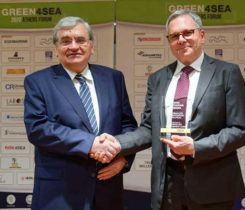 Constantine Markakis, president and CEO of Dorian LPG Management, left, presents the Green4Sea Initiative Award to Nikos Xydas, technical director of the World LPG Association. (Photo: World LPG Association)